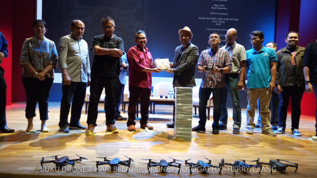 BUKU DRONE bersama kementrian pariwisata indonesia